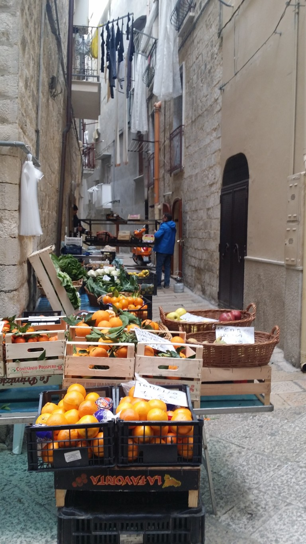 Bari, handel w wąskich uliczkach
