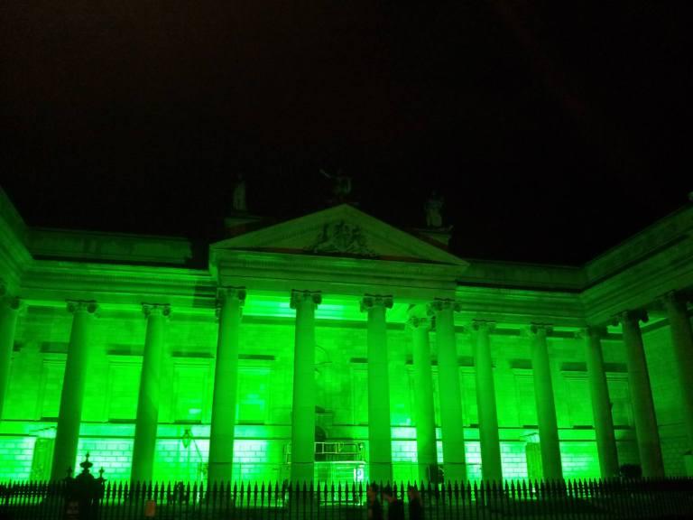 Dublin zielone budynki w Dzień św. Patryka