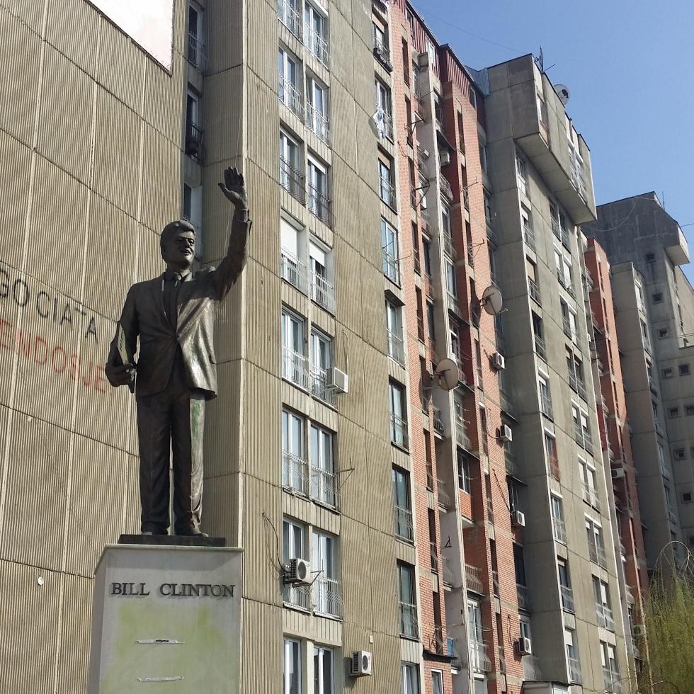 Bill Clinton pomnik Prisztina