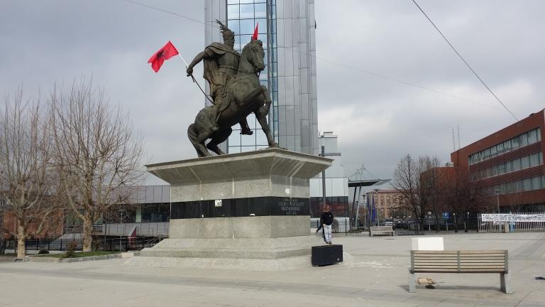pomnik Skanderbega w Prisztinie