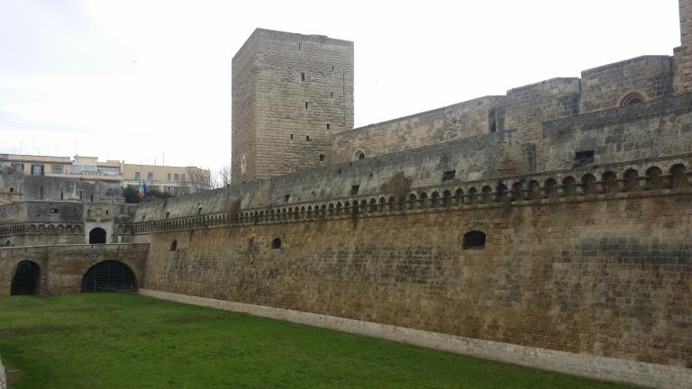 Zamek w Bari, fortyfikacje