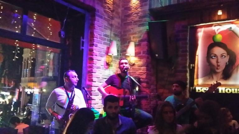 Muzyka na żywo w Beer House w Taksim