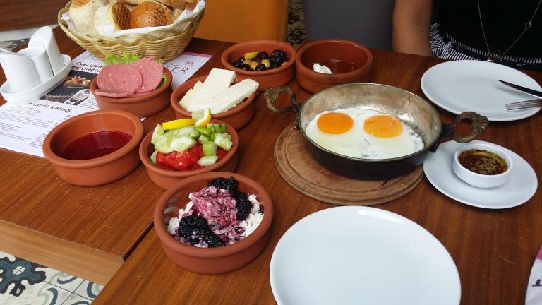 Tureckie śniadanie w Taksim