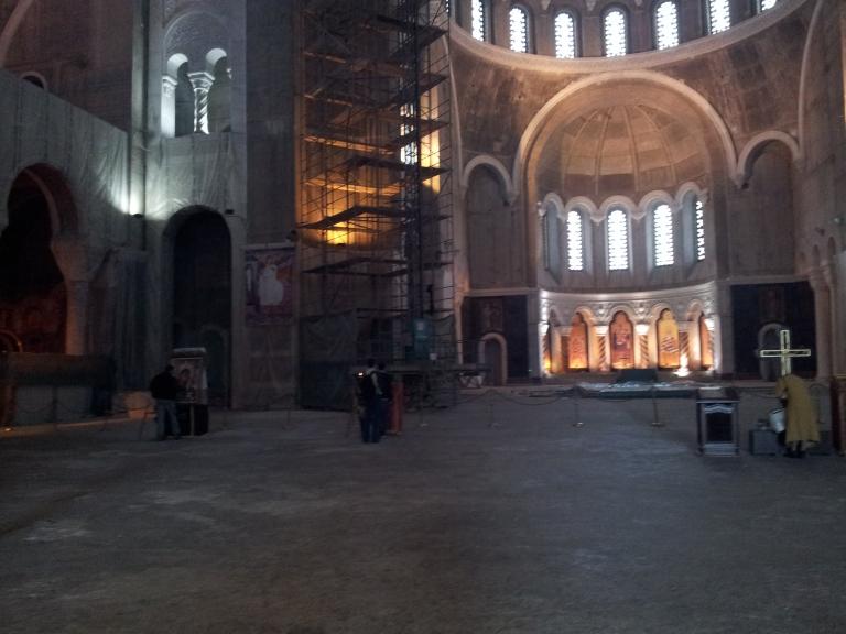 Wnętrze cerkwi św. Sawy w Belgradzie