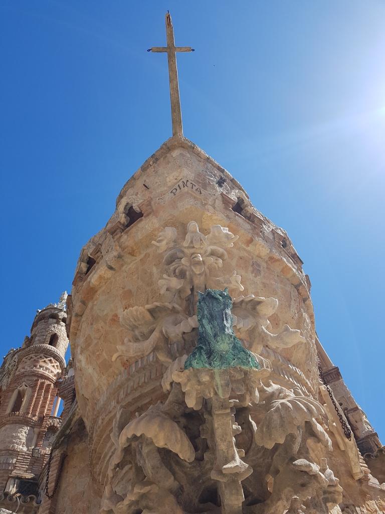 Castillo de Colomares, Pinta