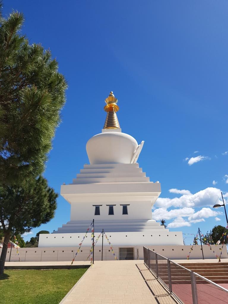 Stupa buddyjska w Benalmadenie, Hiszpania