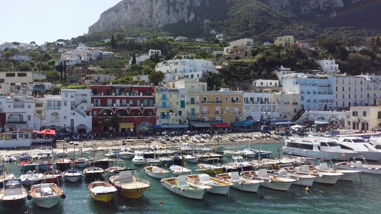 Capri z promu