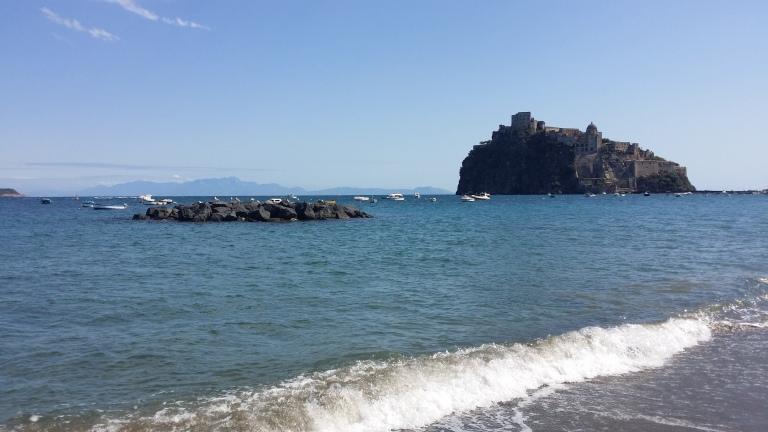 Ischia plaza zamek